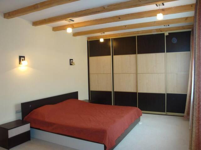 Calm Green Oasis Villa (6 rooms) - Lviv - Huis