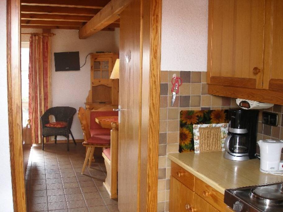 Blick von der Küche zum Wohn/Schlafraum