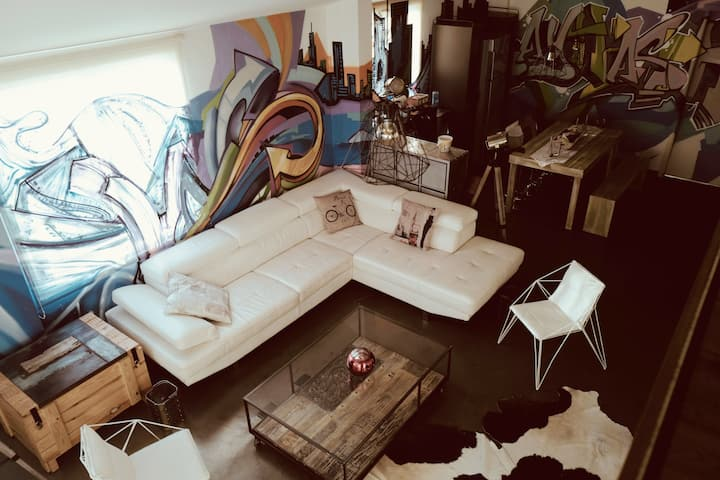Rayhash Art Loft - Entire space