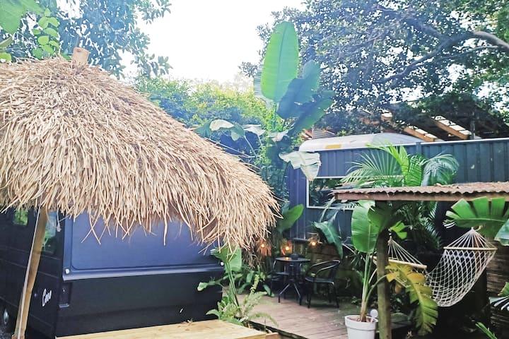 KOKO-VINTAGE SURFVAN & BATHHOUSE @UMINABEACHKOKOMO