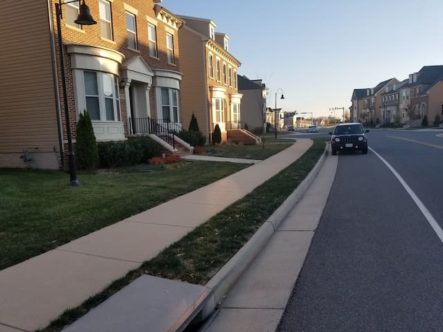 One Loudoun Lux Furnished 4 1/2 BDR Sngle Fam Home - Ashburn - House
