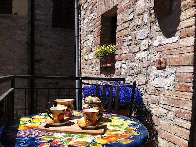 La Piazzetta del Borgo - I Girasoli
