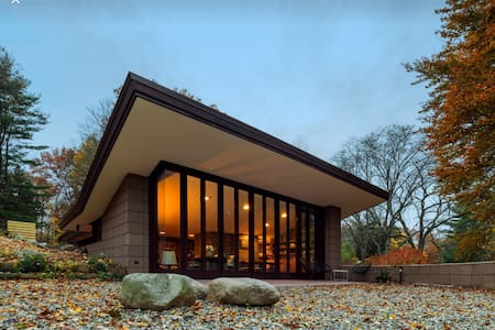 Frank Lloyd Wright's Eppstein House