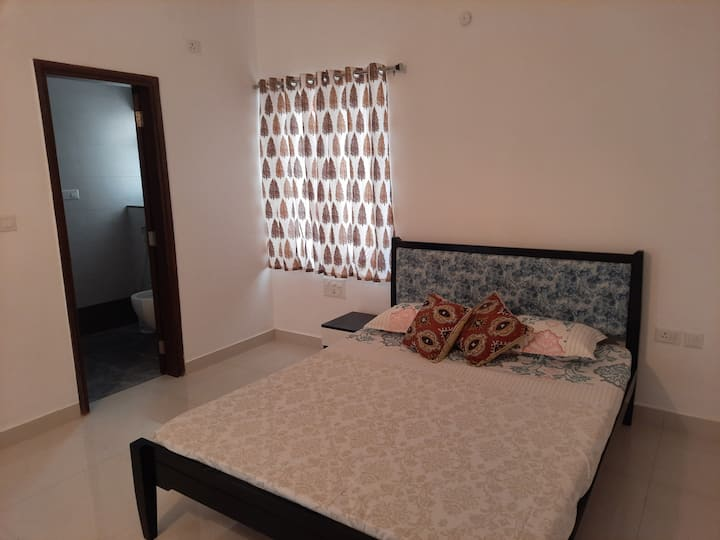 Beautiful room with attached bathroom in Kokapet