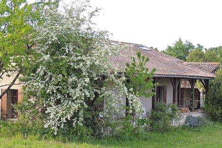 Maison de campagne isolée - Puymiclan