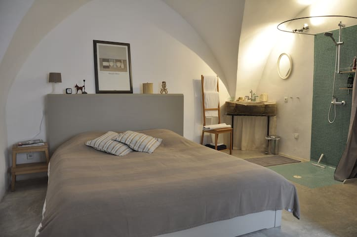 Location grande chambre d'hôtes - Aniane - Bed & Breakfast