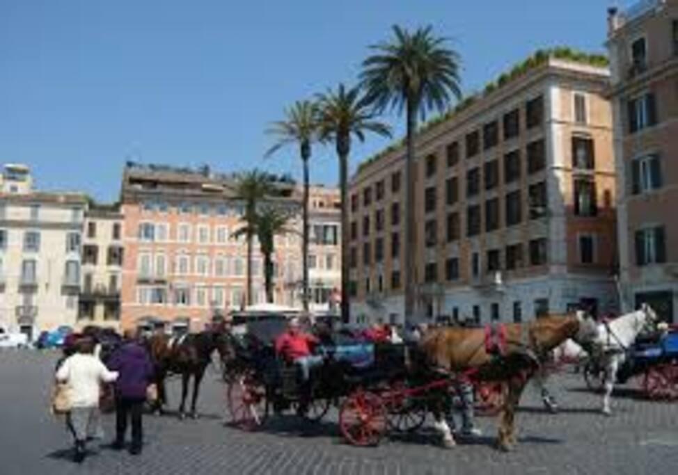 a Piazza di Spagna  vi aspettano le famose carrozzelle...