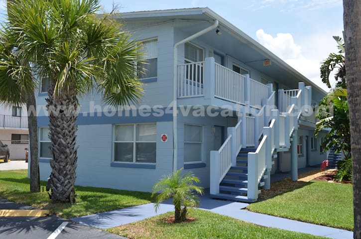 Beautiful Steps from the Beach - Cocoa Beach - Appartement