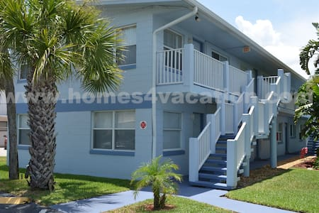 Beautiful Steps from the Beach - Cocoa Beach
