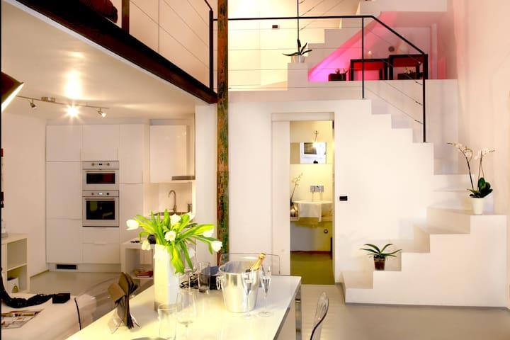Stylish split level loft + terrace-Monti