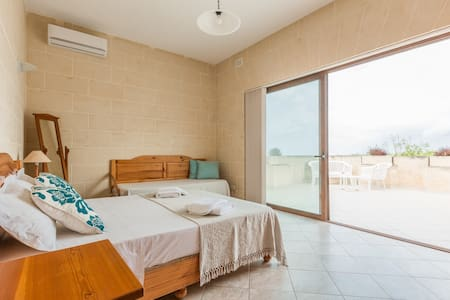 Fieldend Bed & Breakfast for 3 person - Gharb