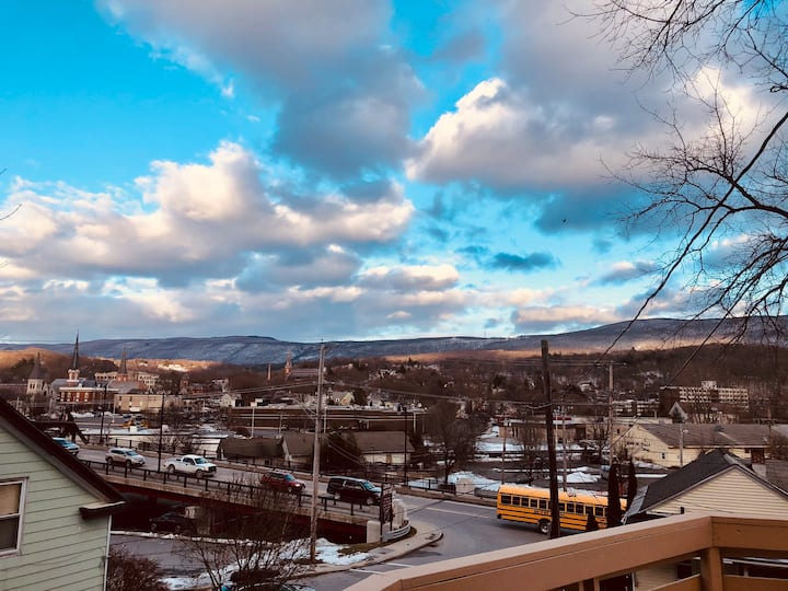 Cozy Overlook w/ 2 BR/2BA, close walk to MASS MoCA