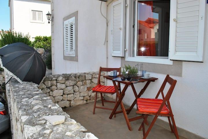 Spacious studio apt with balcony, in a quiet area