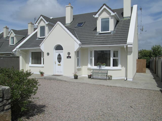 Spacious Connemara Holiday House