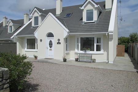 Spacious Connemara Holiday House  - Carna - House