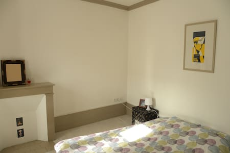 Belle chambre lumineuse, vieil angoulême.