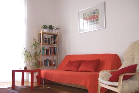 Charming Apptm - 20min to F'strasse - Apartment