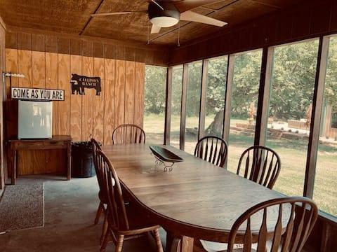 Callison Ranch Creek Lodge - w/ Pool Table & Wifi