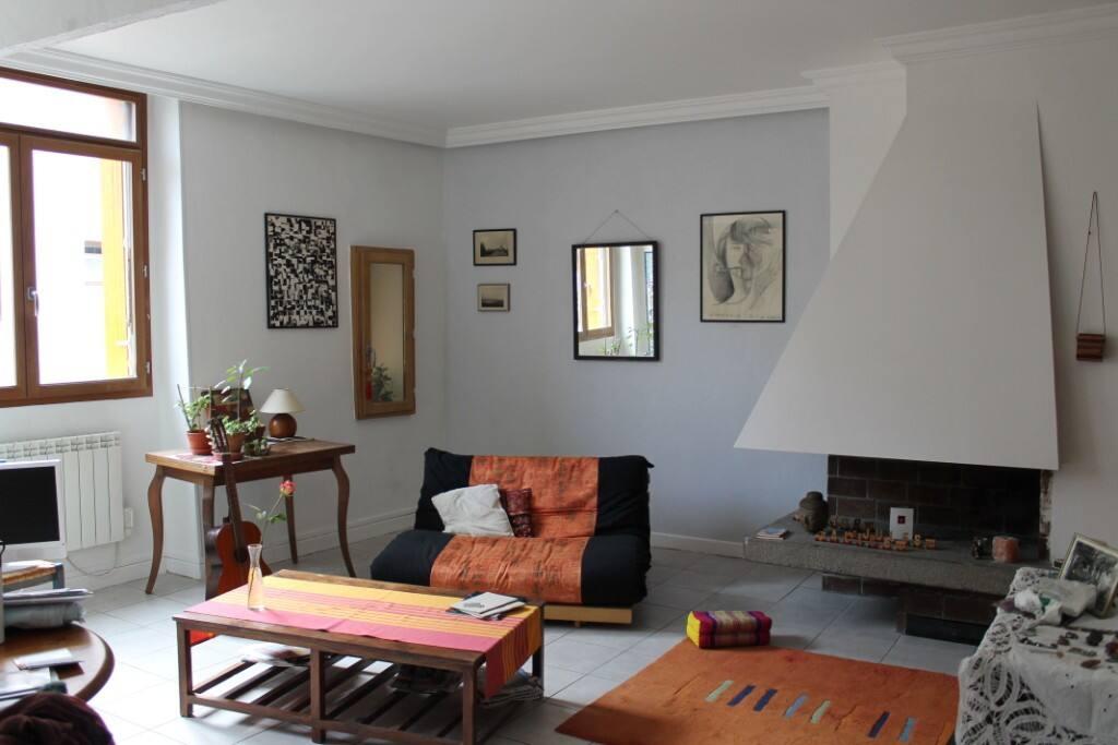 salon clair avec futon 2 petites places