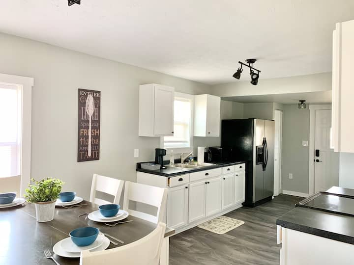 Beautifully Updated 2 bd 1 ba, 7 min to Lucas Oil!