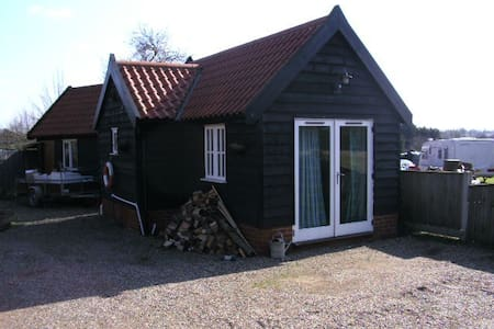 Annex to main house with ensuite - Halesworth - Σαλέ