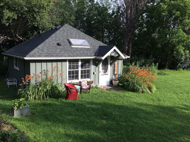 Beautiful 3 Acre Cottage in Lovely Caledon/Bolton