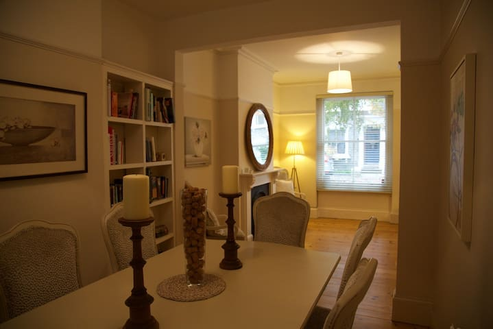 Double bedroom in charming victorian street - Londra - Casa