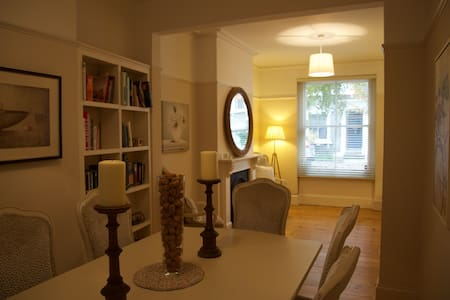 Double bedroom in charming victorian street - London