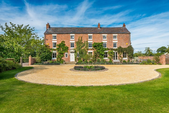 Russia Hall, Grade 2 Listed Country House