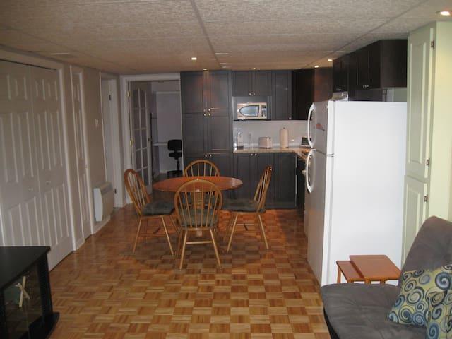 Appartement tout équipé à proximité de Montréal - Charlemagne - Flat