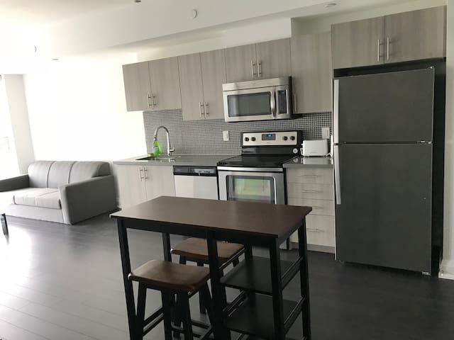 Modernized 2 Bed Condo Across Yorkdale Mall