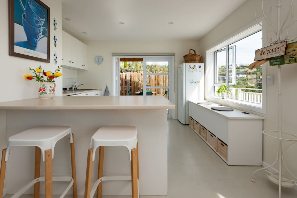Spacious kitchen with a window seat and all the cooking facilities you need when on holiday.