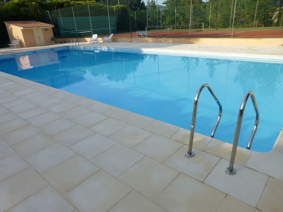 T2 avec piscine aix en provence apartments for rent in for Restaurant avec piscine aix en provence