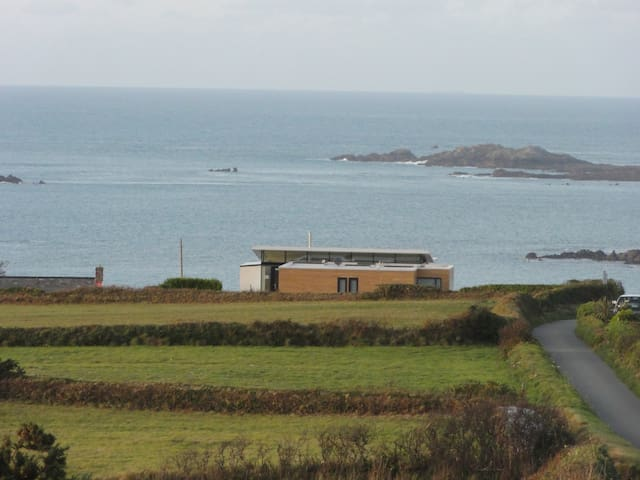 Grand designs Eco home overlooking the sea - Torteval, Guernsey - Ev
