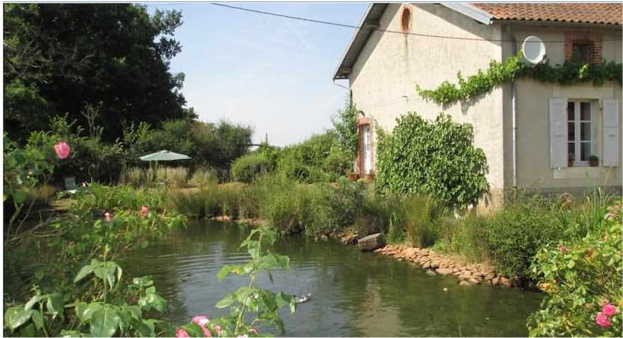 Rural Holiday cottage on our farm - Lathus-Saint-Rémy - Huis