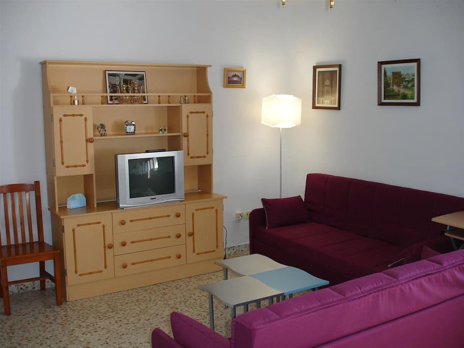 Piso amplio almu ecar primera l nea apartamentos en for Pisos alquiler almunecar