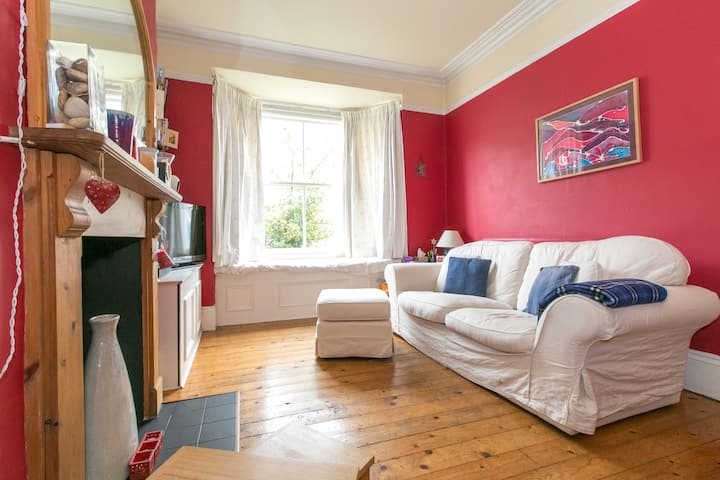 Bright single room - friendly house in social area