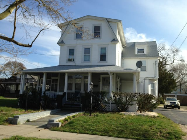 2.5 blocks from beach - Belmar