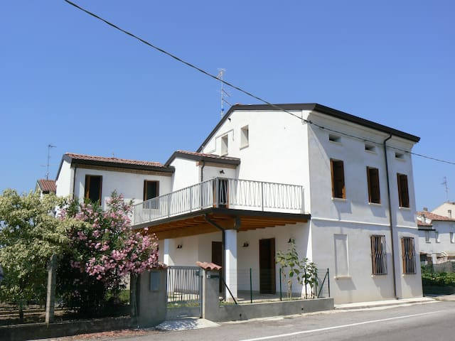 Comfortable house in small historical town - San Benedetto Po - Rumah