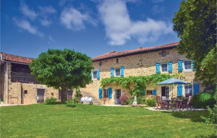 Holiday cottage with 6 bedrooms on 200 m² in Suaux