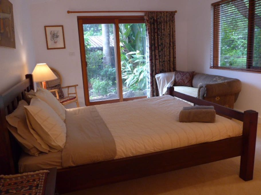 Main bedroom with views of the back garden.