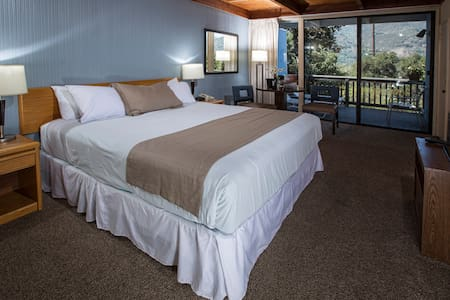 Blue Sky Lodge - Carmel Valley Getaway King