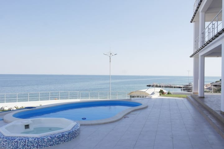 Villa sea panorama, swimming pool,50m to the beach