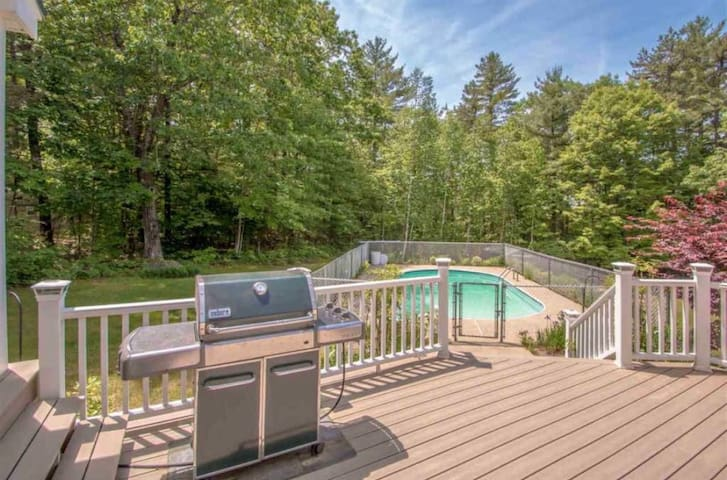 Private Pool Open thru Sept!/9 Person HotTub/FireP