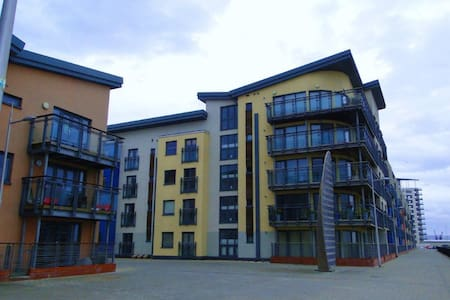 Sea Front Apartment 2 Bed 2 Bath. - Swansea