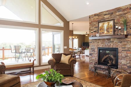 Beautiful and Relaxing Lake Home - Bennington - House