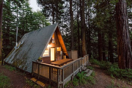 Cozy A-Frame Cabin in the Redwoods - Casa