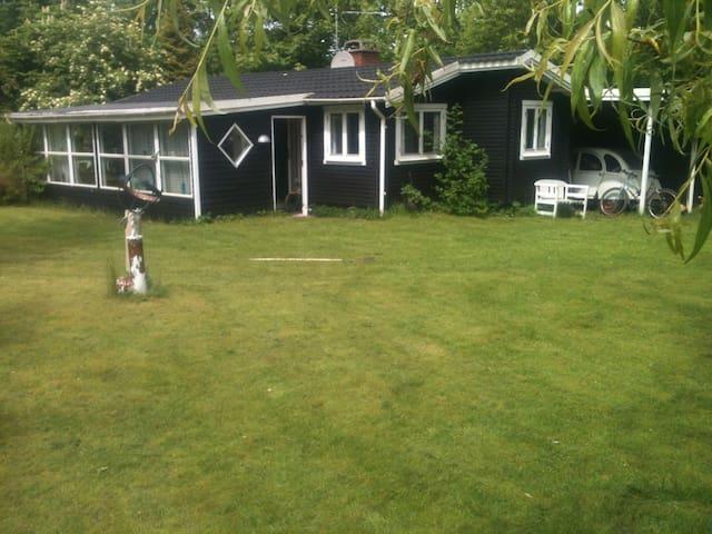 Sommerhus i hyggelige Rågeleje ca 1000M til strand - Vejby - Cabin