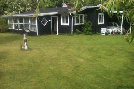 Sommerhus i hyggelige Rågeleje ca 1000M til strand - Vejby