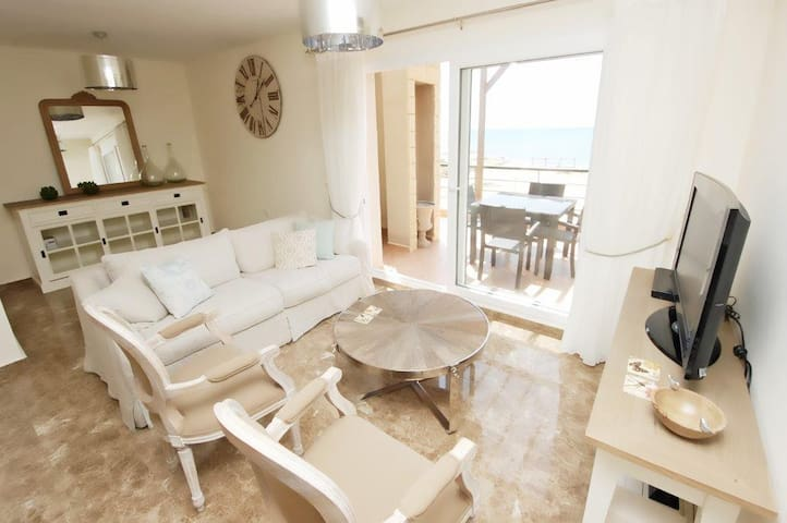 sleek,chic&very boutique penthouse - Famagusta Bay, Iskele
